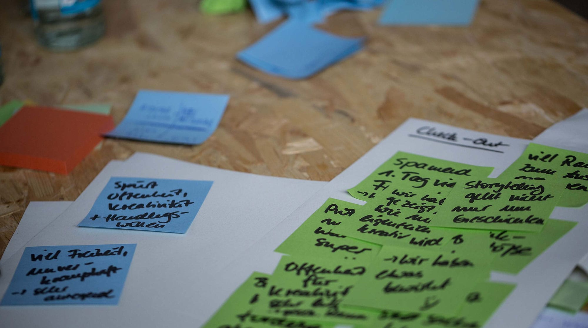 Post-its and notes for brainstorming and clustering ideas